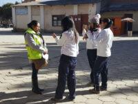 Estudiantes realizan reportajes desde sus celulares